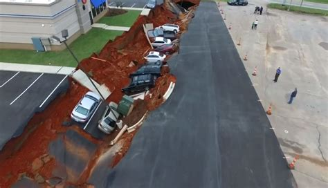 Mississippi: 400ft sinkhole swallows vehicles in car park